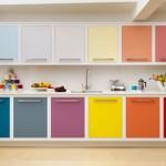 Amenajarea bucatariei in culorile curcubeului