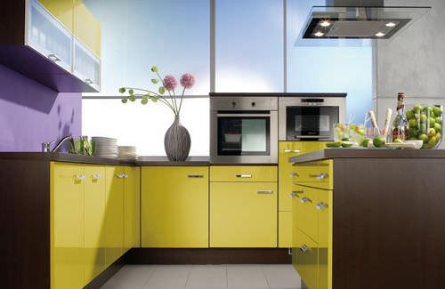 Kiwistudio amenajarea bucatariei in culorile curcubeului Modular kitchen design colors