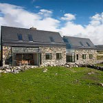 Casa taraneasca renovata, transformata in locuinta moderna