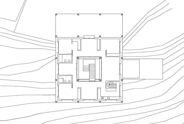 Casa pe teren inclinat