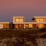 Arhitectura pentru casa pe plaja: un exemplu stralucit