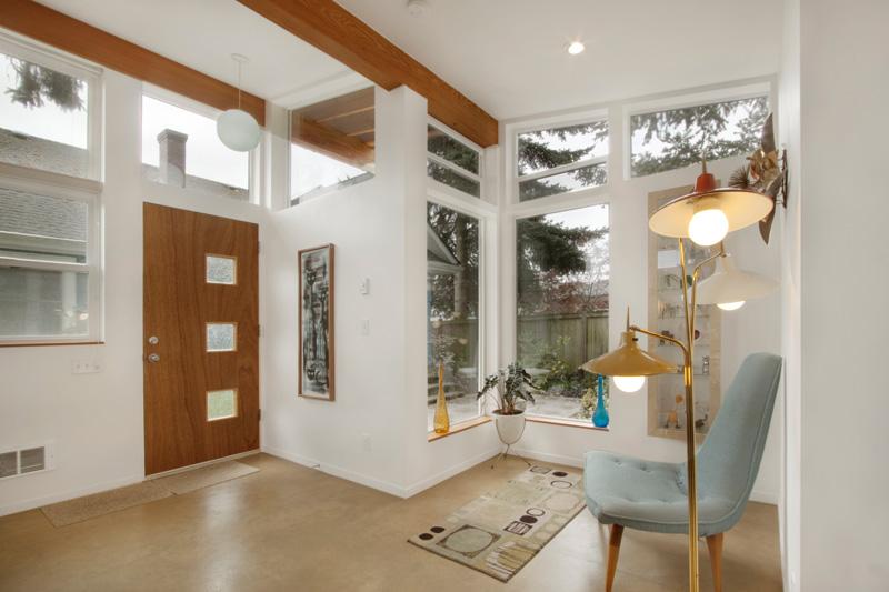 inspiratie design interior arhitectura casuta hol alb