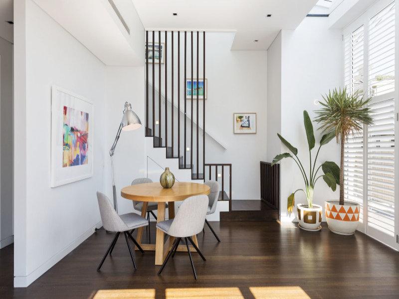 design interior apartament alb detaliu scara interioara