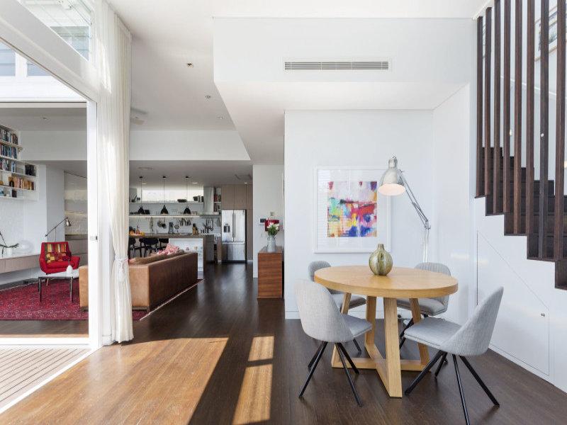 design interior living open space alb rosu