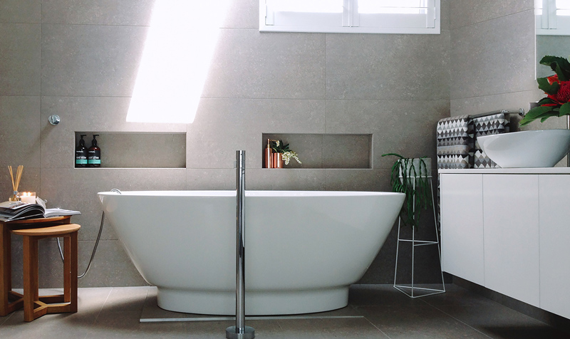 detalii de design baie alba