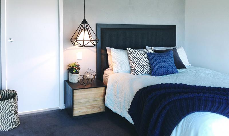 detalii de design dormitor corp iluminat suspendat