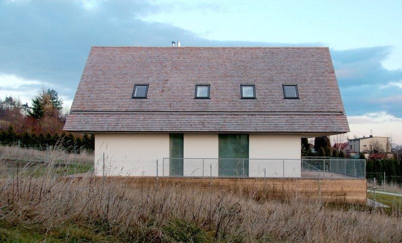fatada arhitectura contemporana casa la tara