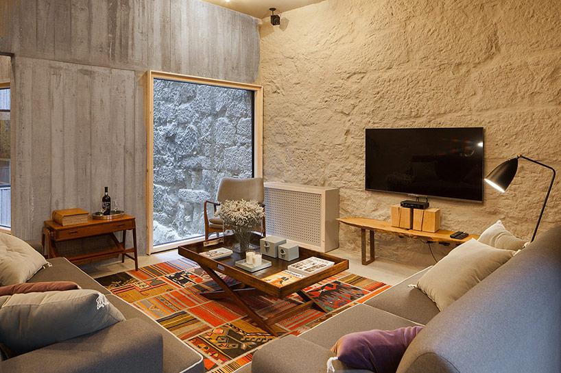 living perete piatra design interior