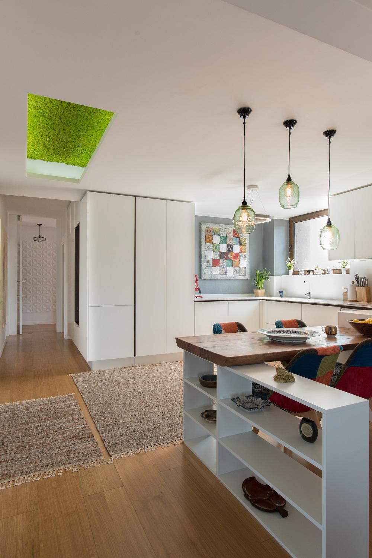 design interior bucatarie alba apartament