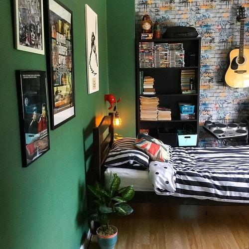 amenajarea unei camere pentru adolescenti perete verde