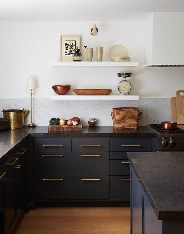 design interior bucatarie blat granit negru mat