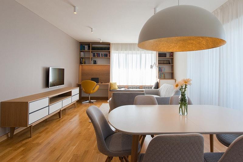 living open space alb scandinav cu auriu si gri