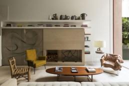 design interior casa culori neutre semineu