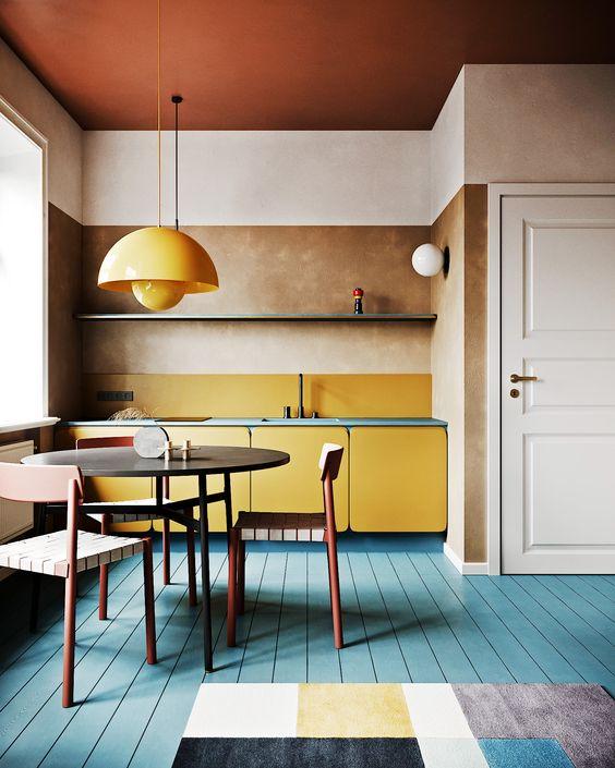 design interior bucatarie galbena podea turcoaz