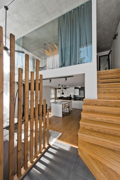 case cu mezanin dormitor delimitare sticla