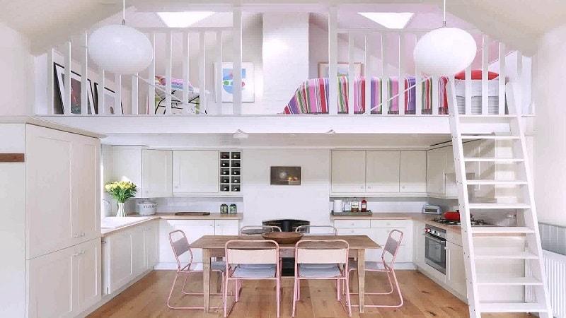 case cu mezanin design interior lemn alb bucatarie