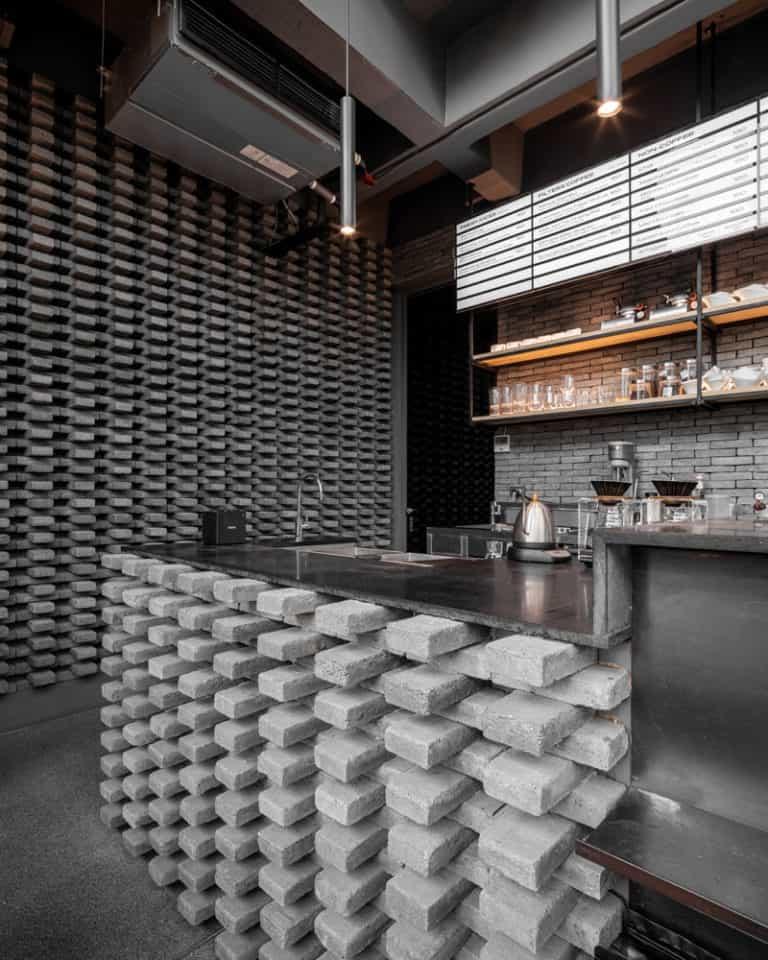 design interior cafenea caramida aparenta