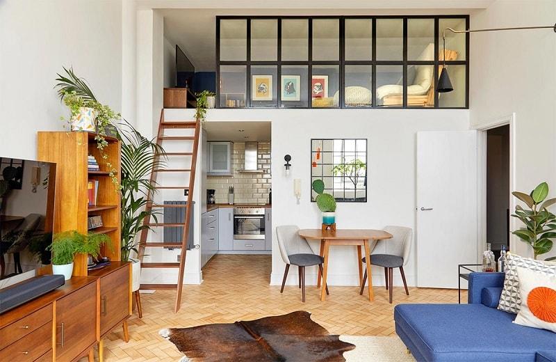 design interior mezanin canapea albastra