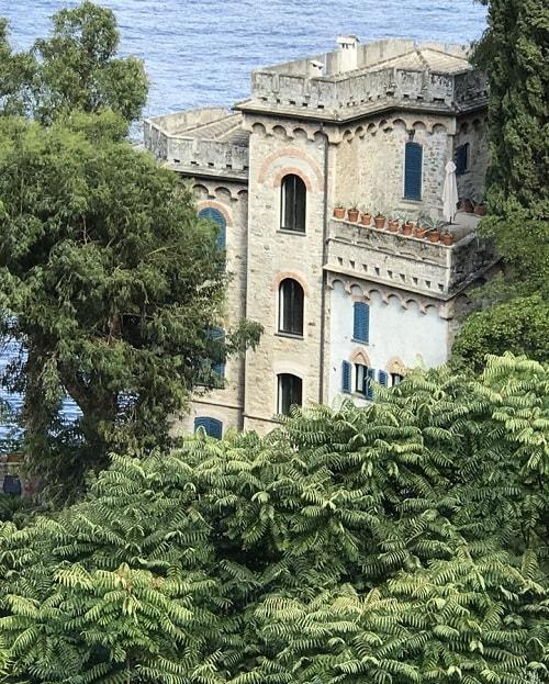 arhitectura din portofino italia resedinta dolce gabbana cladire la malul marii mediterane