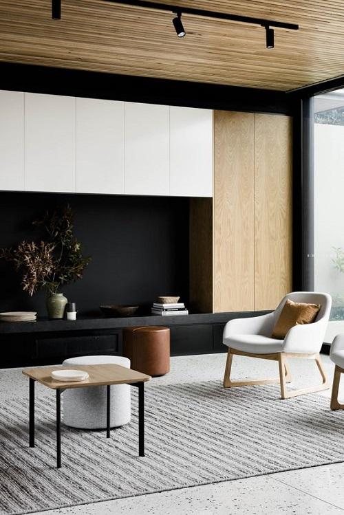 Living minimalist cu negru si lemn