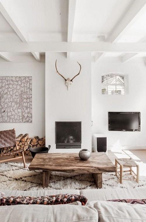 Design interior living alb cu elemente traditionale pentru zodia Pesti
