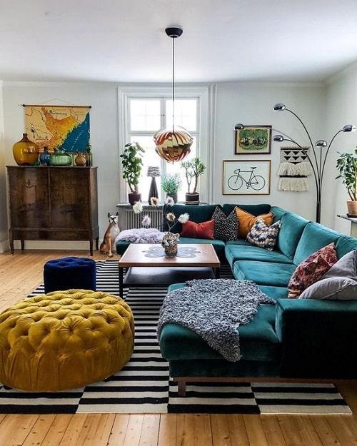 Design interior dupa zodie pentru Sagetator cu living boho chis canapea turcoaz