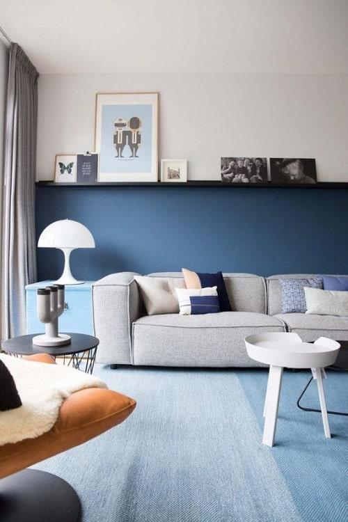 Design interior living albastru cu gri