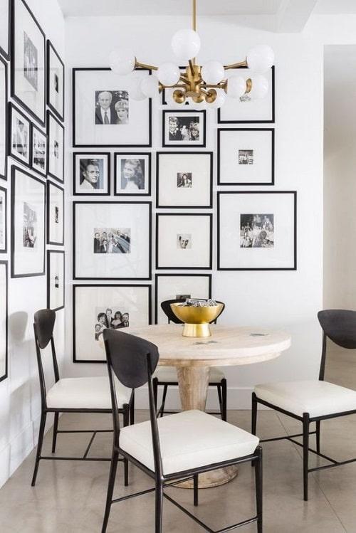 Loc de luat masa cu perete acoperit de poze pentru zodia Gemeni