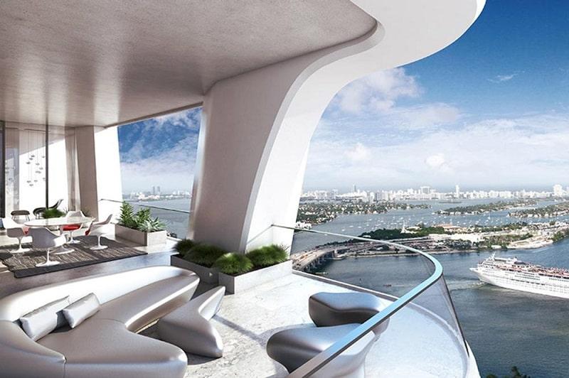 Terasa deschisa in apartament proiectat de Zaha Hadid